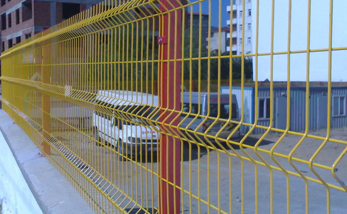 Triangular Bending Peach Post Wire Mesh Fence
